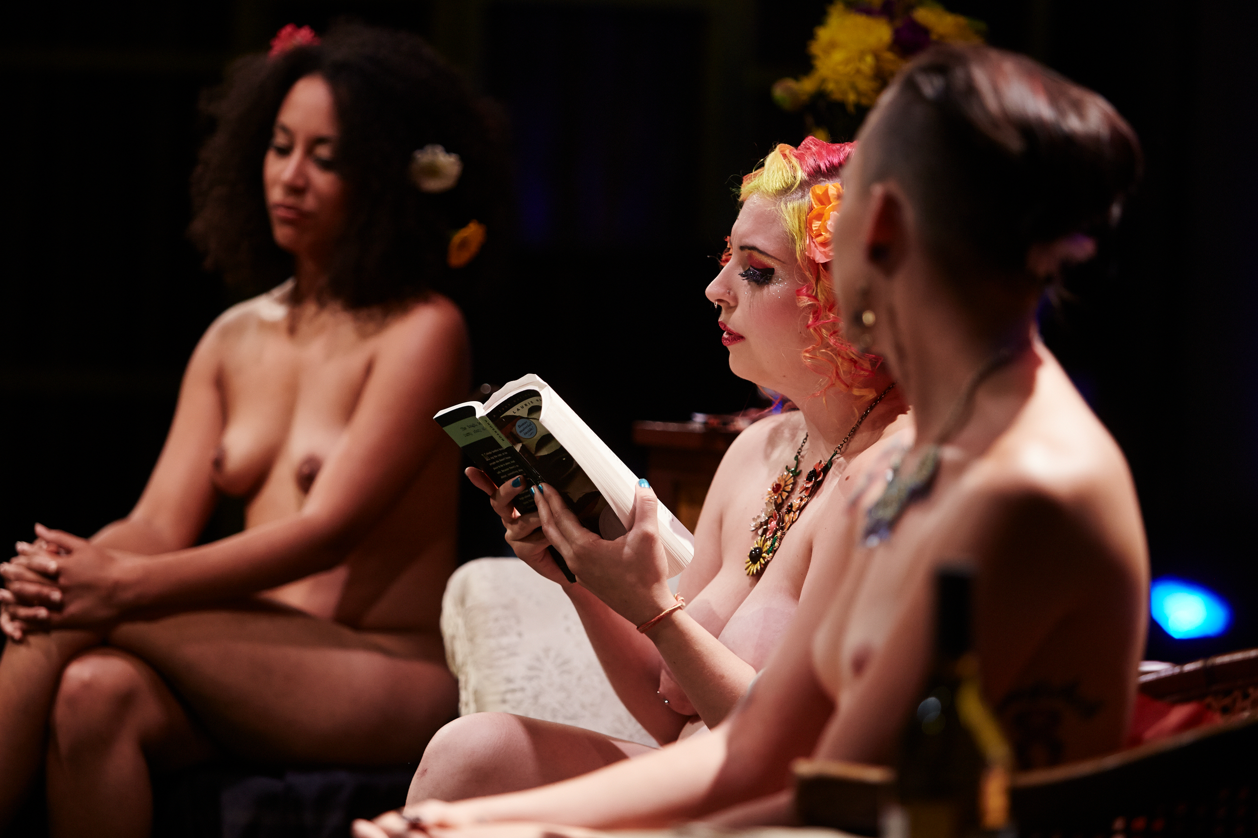 Girls reading naked